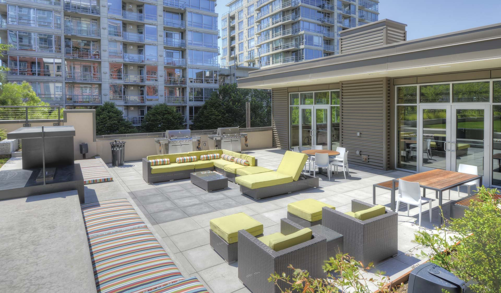 Rooftop BBQ Courtyard: View Photo